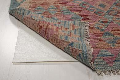 Exempel på halkskydd under matta.